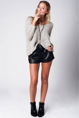gebreide-grijze-rib-trui-met-voorzakken-truien-grijs-wollen-mooie-dames-sweaters-online-kopen-musthaves