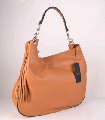 leren-tas-maya-cognac-lederen-tas-zilveren-accessoires-kwastje-zijkant-musthave-mooie-luxe-tassen-kopen-giuliano-bags