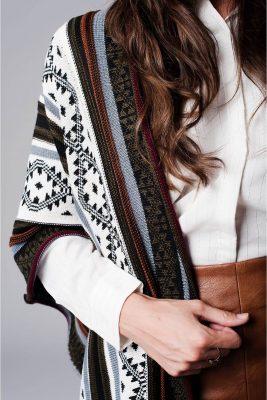poncho-geo-tribal-fringe-multi-color-kleuren-ponchos-wollen-omslagdoeken-online-kopen-detail