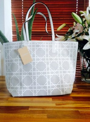 tas-summer-wit-witte-geperforeerde-tas-binnen-tas-bag-in-bag-mooie-goedkope-tassen-online-kopen-giulliano-tassen-shoppers-450x600