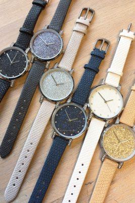 horloge-glitter-livia-leren-leder-horloge-zilveren-kast-steentjes-stras-glitters-musthave-dameshorloges-klok