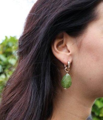 oorbellen-winter-glam-zilveren-oorbel-groene-steen-groen-musthave-sieraden-online