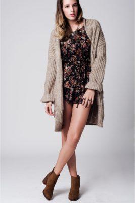 beige-chunky-vest-lange-warme-wollen-gebreide-vesten-met-zakken-goedkope-dames-mode-online