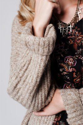 beige-chunky-vest-lange-warme-wollen-gebreide-vesten-met-zakken-goedkope-dames-mode-online-details