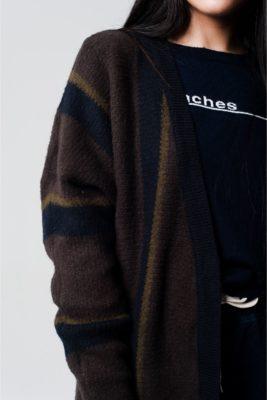 lang-vest-met-fringe-blauw-blauwe-bruin-lange-vesten-lange-mouwen-winter-warm-dames-fashion-bestellen-details
