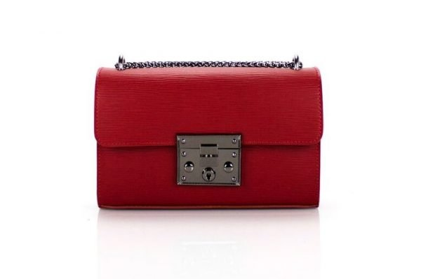leren-tas-louis-rood-rode-leren-tassen-met-zilveren-slot-en-ketting-leder-look-a-like-tassen-online-kopen