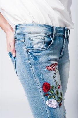 Jeans flowers licht gewassen dames spijkerbroek geborduurde bloemen musthave broeken details