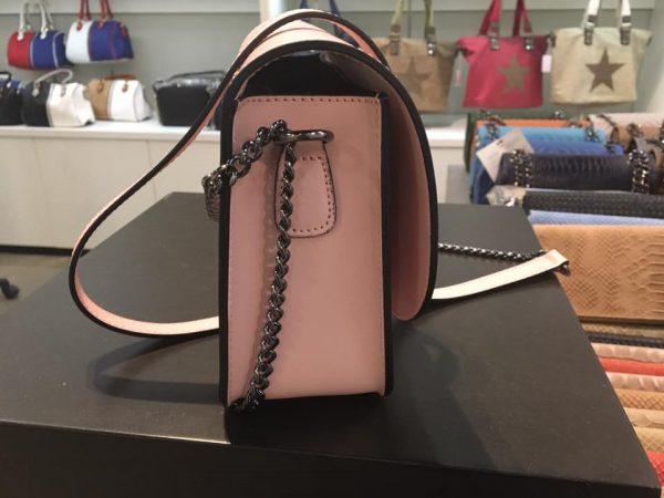 Leren-Tas-Mara-roze pink-pastel-leren-tassen-musthave-itbags-look-a-like-lederen-dames-tassen-schoudertas zijkant