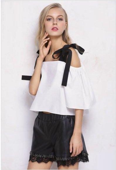 zwart topje Lilly laag vallende schouders zomer topjes dames kleding zomer kleding zwarte truitjes online eight paris