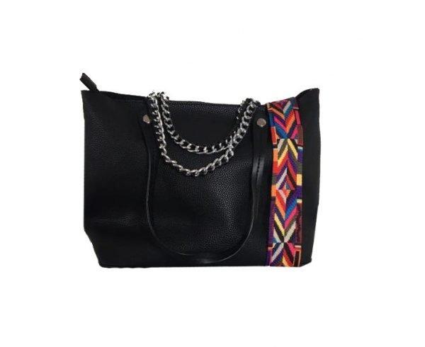 Tas-Guitarstrap-zwart zwarte-dames-tassen-met-zilveren-ketting-hengsel-musthave-soepele-goedkope-mooie-dames-tassen-online bovenkant