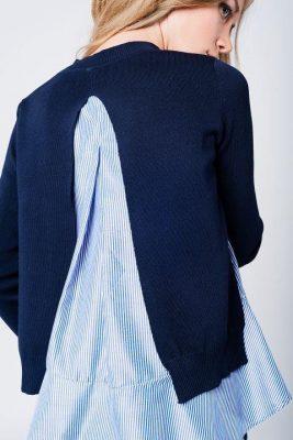 Marine blauwe trui 2 lagen blauw dames trui met openrug en cami top met ruches. onder split achter en zijkanten