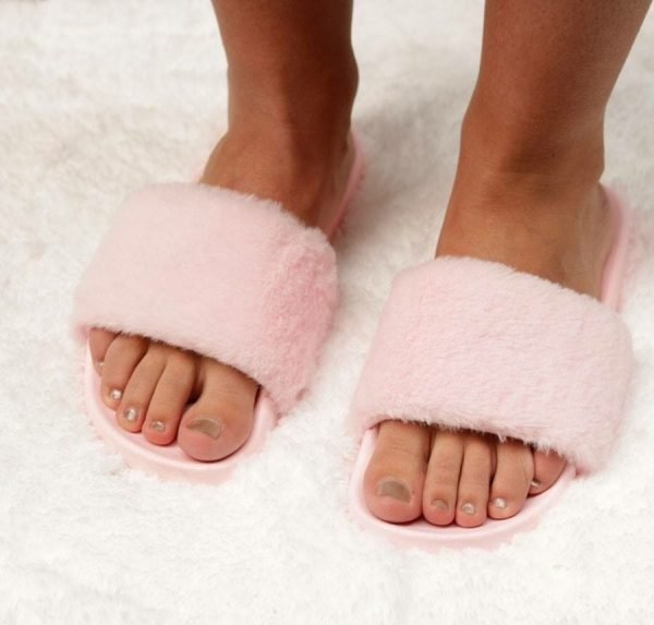 Slippers Fake Fur roze pink baby roze dames slippers schoenen zomer bont nep bont musthave slippers