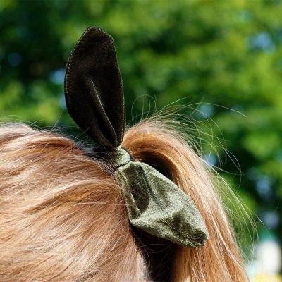 Haar elastiek Sweet Bow groen groene velourse velvet haarelastiek haarband konijnen oortjes musthave fashion haar accessoires haarbanden online haarbanden