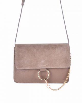 Leren Tas Faye Suede taupe leren tassen met suede flap gouden ring en ketting musthave it bags fashion bestelen
