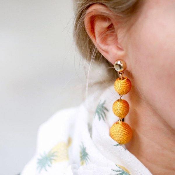 Oorbellen Happy Balls geel gele lange gouden oorbel oorhanger rondjes touw musthave fashion oorbellen earrings look a like online kopen