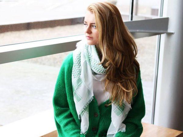Sjaal Happy Pattern groen groene wit witte sjaal met sterren en wavy print dunne vrolijke dames sjaals omslagdoeken shawls online viscose