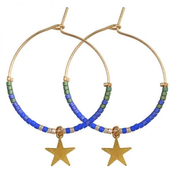 Oorbellen-Stars-beats-gouden-ronde-oorbellen-oorhangers-blauwe-steentjes-en-sterren-online-kopen-sieraden-accessoires-musthave