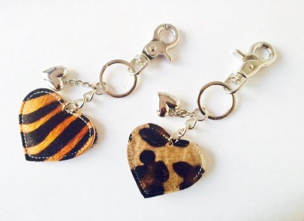 leren-sleutelhanger-hartjes-zebra-leopard-koeienhuid-leder-zilveren-sleutel-hangers-online-bestellen-sinterklaas-suprise-kerst