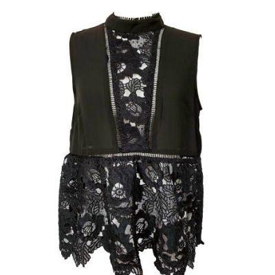 Zwarte-Top-Sara-zwart-kanten-dames-top-kleding-topjes-trui-truitjes-vrouwen-kleding-mode-online-bestellen-voorkant--400x533