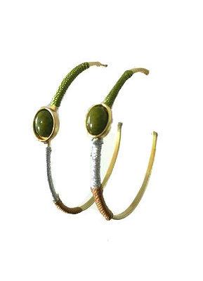 Oorbel-Green-Stone-goud gouden Creolen-oorbellen-met-groene-steen-en- bruin zilver draad-musthave-oorbellen-oorhangers-online-kopen-zilveren-oorbellen-kopen
