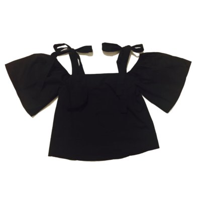 zwart-topje-Lilly-laag-vallende-schouders-zomer-topjes-dames-kleding-zomer-kleding-zwarte-truitjes-online
