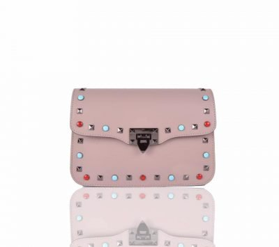 Leren-Tas-rockstuds-XL roze pink leren-tassen-gekleurde-studs-gouden-details-valentino-look-a-like-guitar strap -dames-tas giliano