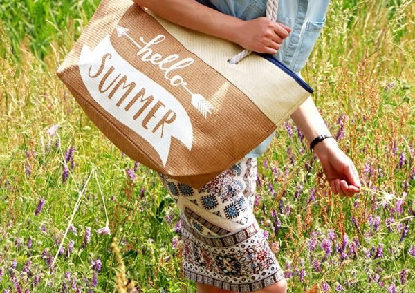 Strandtas Hello Summer beige nude riet beach bag tekst grote mooie strandtas-tassen-online-kopen-zomer-musthaves-it-bags-beach-bags-online-cheap-tassen shoppers