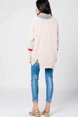 Beige Oversized Trui rood details warme dikke dames truien grote truien winter warm dames fashion modemusthaves achterkant