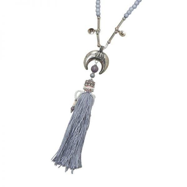 Ketting Halve Maan grijs grijze lange dames kettingen met zilveren maan bedel en wollen kwastje boho kettingen detail