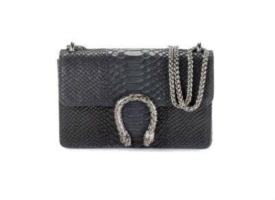 Leren-Tas-Diony-Snake-M-zwart-zwarte-klep-sluiting-flap-zilveren-dierenkop-slangenkop-sluiting-kettinghengsel-lederen-tassen-slangenprint-online-look