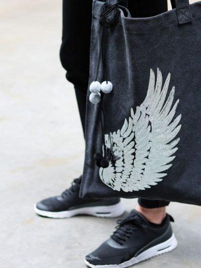 Shopper Glitter Wing zwart zwarte canvas tas tassen meiden zilveren vleugel detail musthave grote dames tassen online fashion kopen