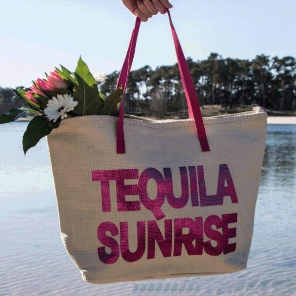 Strandtas Tequila Sunrise creme beige off white grote strandtassen met roze pink letters en handvat beachbags strandtas zomer fashion tassen
