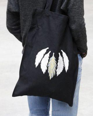 Tas Five Feathers zwart zwarte canvas tassen dames witte veren print boho bags online