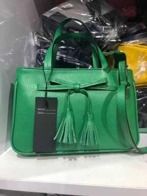 Lederen-Handtas-strik-groen groene -leren-dames-tassen-strik-detail-kwastjes-voor-musthave-look-a-like-it-bags-giuliano-tas-online