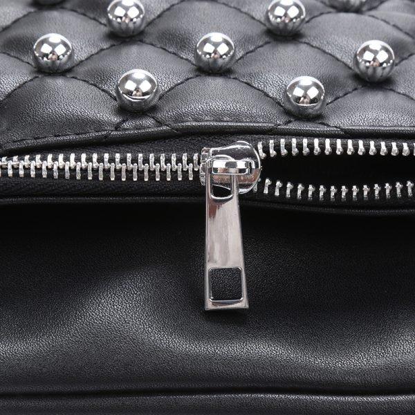 Heuptas Round Studs zwart zwarte fannypack heuptassen met rits zilveren studs musthave fashion accesiores festival kopen bestellen detail