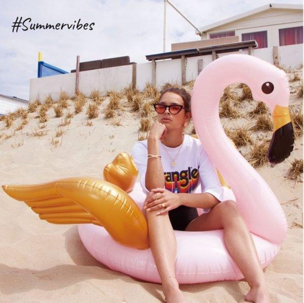 Opblaasbare Flamingo roze gouden grote zwembanden musthave fashion beach essentials online goedkoop bestellen yehwant