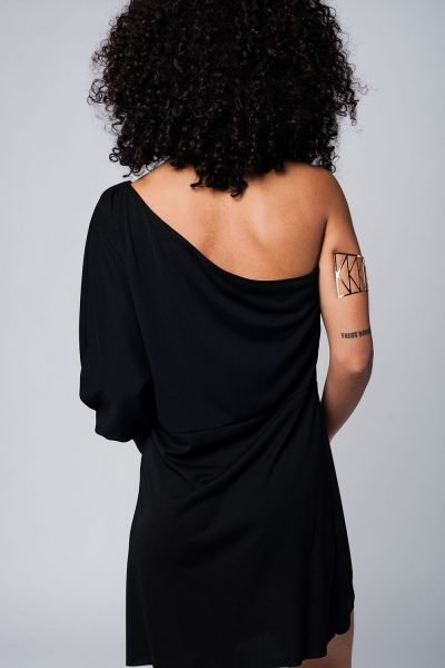 Zwarte Jurk one shoulder dames jurken lange mouw strapless modemusthaves black dress online achterkant