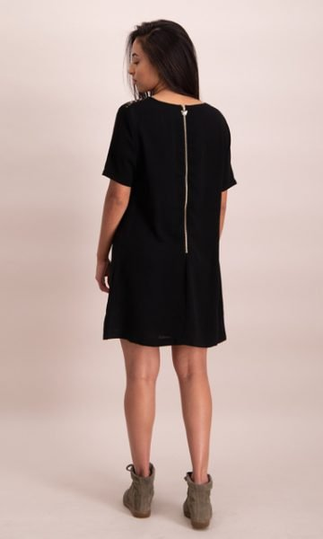 Little Black Dress zwart zwarte korte jurk gouden details rits kopen online jurken kopen bestellen achter