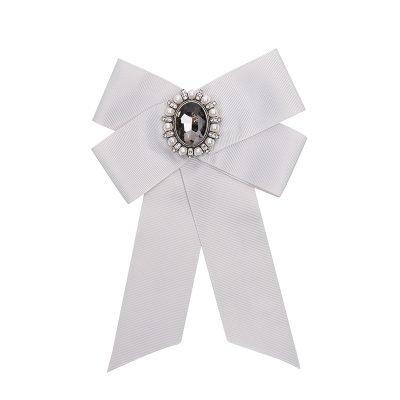 Choker Bow Tie Baroque Broche licht grijs grijs kraagjes hemd details dames dassen stropdassen gray musthave fashion kopen