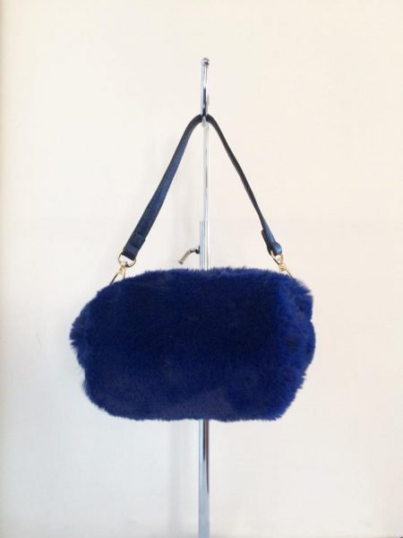 Schoudertasje Faux Fur blauw blauwe wollen tasjes kort lang hengstel musthave fashion schoudertas dames kopen 1