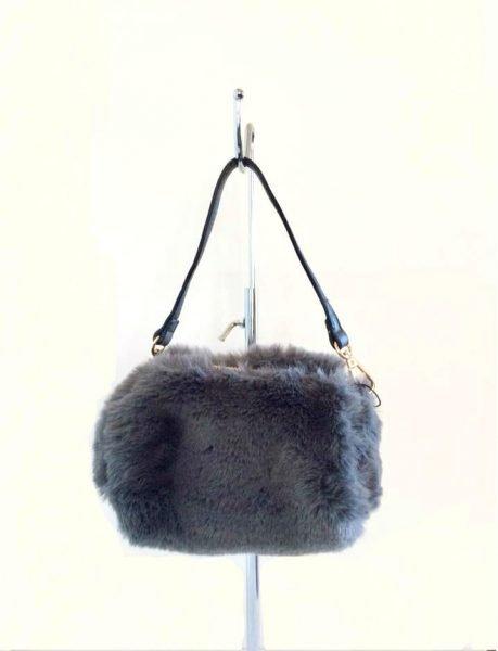 Schoudertasje Faux Fur grijs grijze wollen tasjes kort lang hengstel musthave fashion schoudertas dames kopen