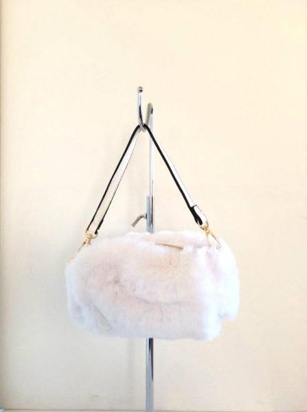 Schoudertasje Faux Fur wit witte wollen tasjes kort lang hengstel musthave fashion schoudertas dames kopen bestellen