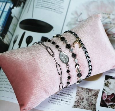 Armband Dark Rosery zilver zilveren Armbanden kruis bedel zwarte kralen fashion bracelet bestellen