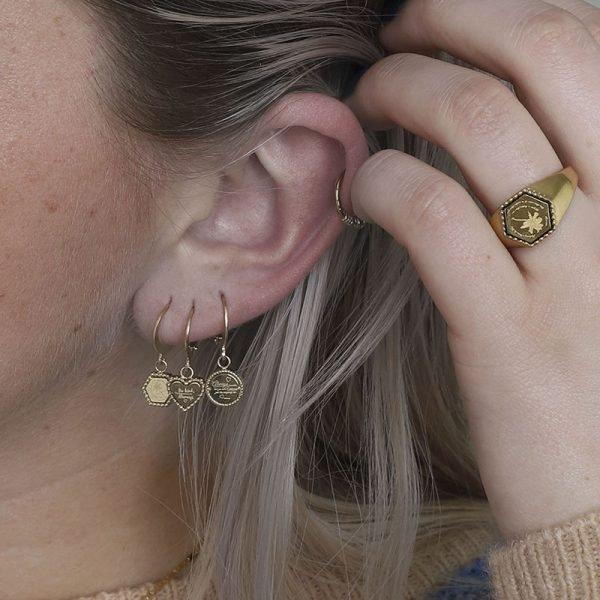 Oorbellen Hart Be Kind goud gouden dames Oorbel rvs tekst bedel fashion lovers Oorbellen earrings online kopen details