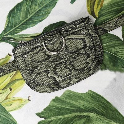 Beltbag Snakes groen groene slangenprint riem tasjes riemtas heuptassen fannypack yehwang festival bag kopen