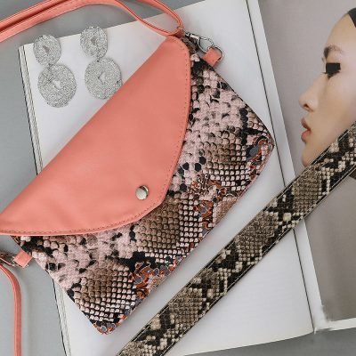 Festival Tasje Snake zalm roze pink slangenprint tasjes schoudertassen tassen tasjes online yehwang kopen details