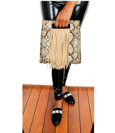 Handtas Snake Fringe beige vierkante slangenprint tassen met fringe franjes gouden studs giuliano tassen online kopen trendy
