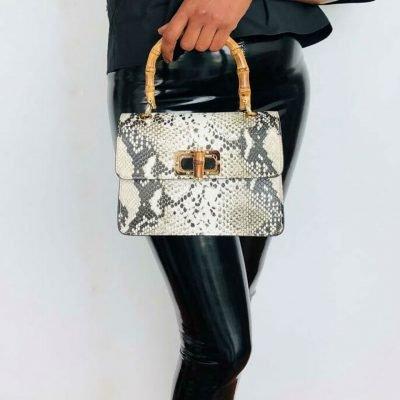 Leren-Handtas-Lovely-Wood-Snake-taupe-slangenprint-dames-tassen-leder-houten-handvat-kopen-bestellen-luxe