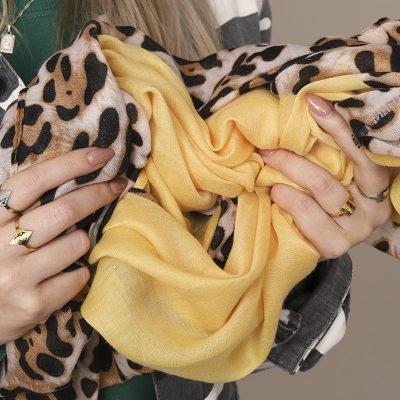 Sjaal Wild leopard geel gele leopard panterprint sjaals sjaaltjes online kopen dames accessoires bestellen