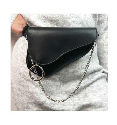 Heuptas Saddle zwart zwarte asymmetrische heuptas fannypack bumbag zilveren kettinghengsel ring bestellen